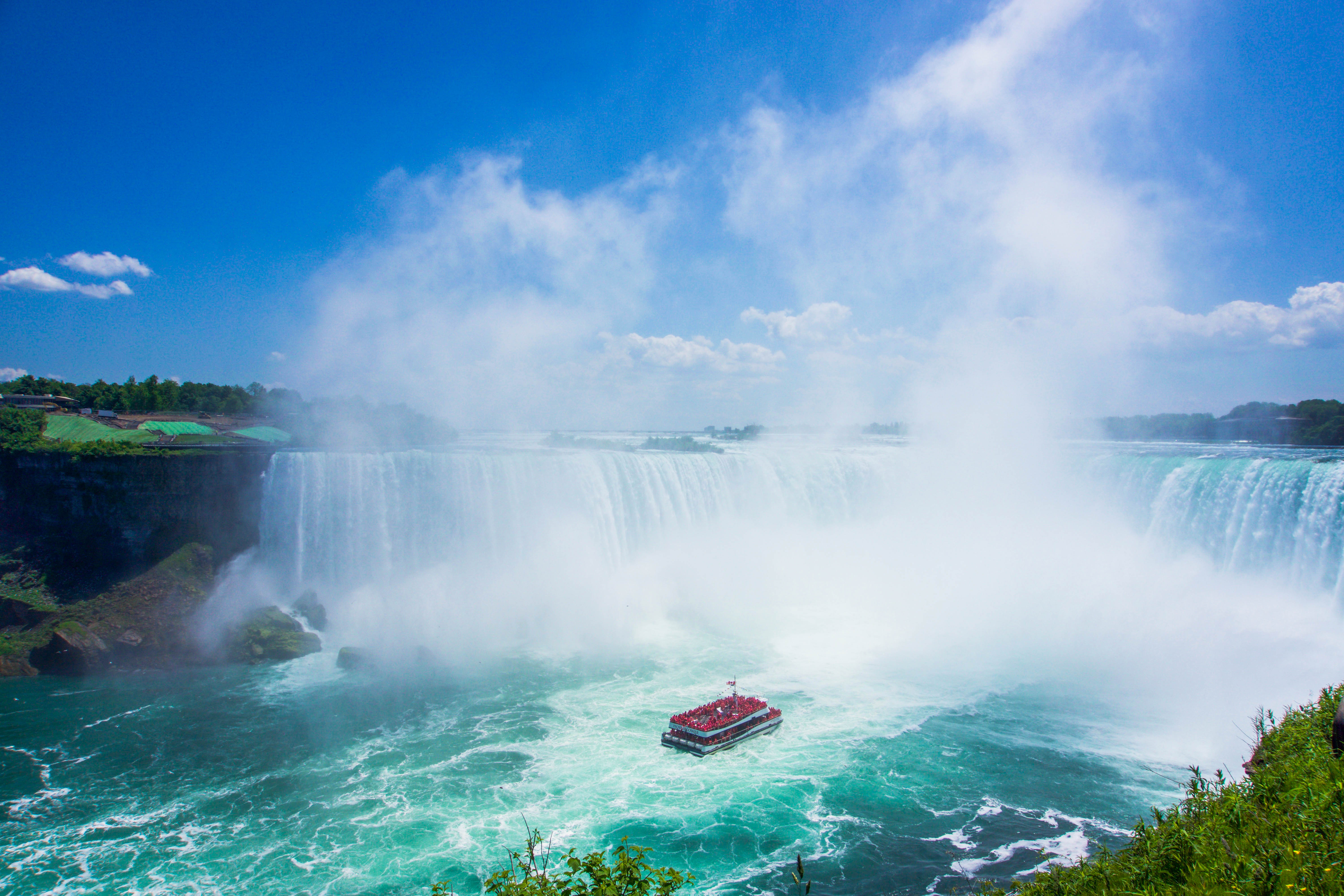 Cruise into the falls form the Canadian side